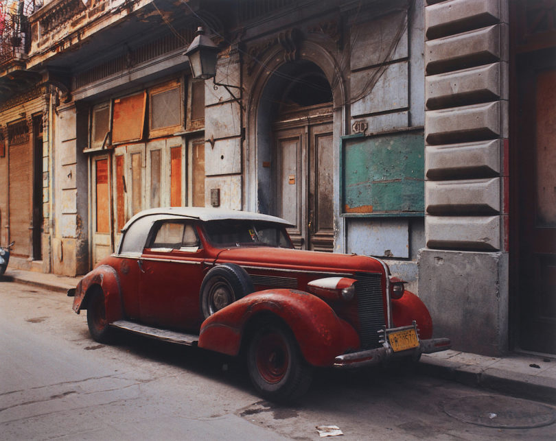 Robert Polidori, Vintage car with composite part, Havana, 1997, Fujicolour Crystal Archival print, Abbildung: Robert Polidori/Courtesy of Phillips