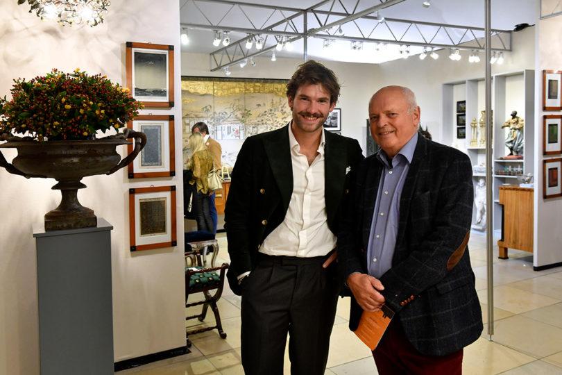 Jubilar Andreas Ramer mit dem Kunsthändler Maximilian Lerch auf der Kunst und Antiquitäten 2019 (Foto: Marcus Schlaf)