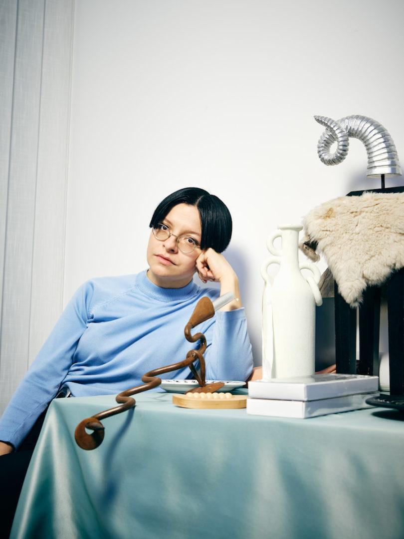 Henrike Naumann in ihrem Berliner Studio, 2020, Porträt: Hannes Wiedemann für WELTKUNST
