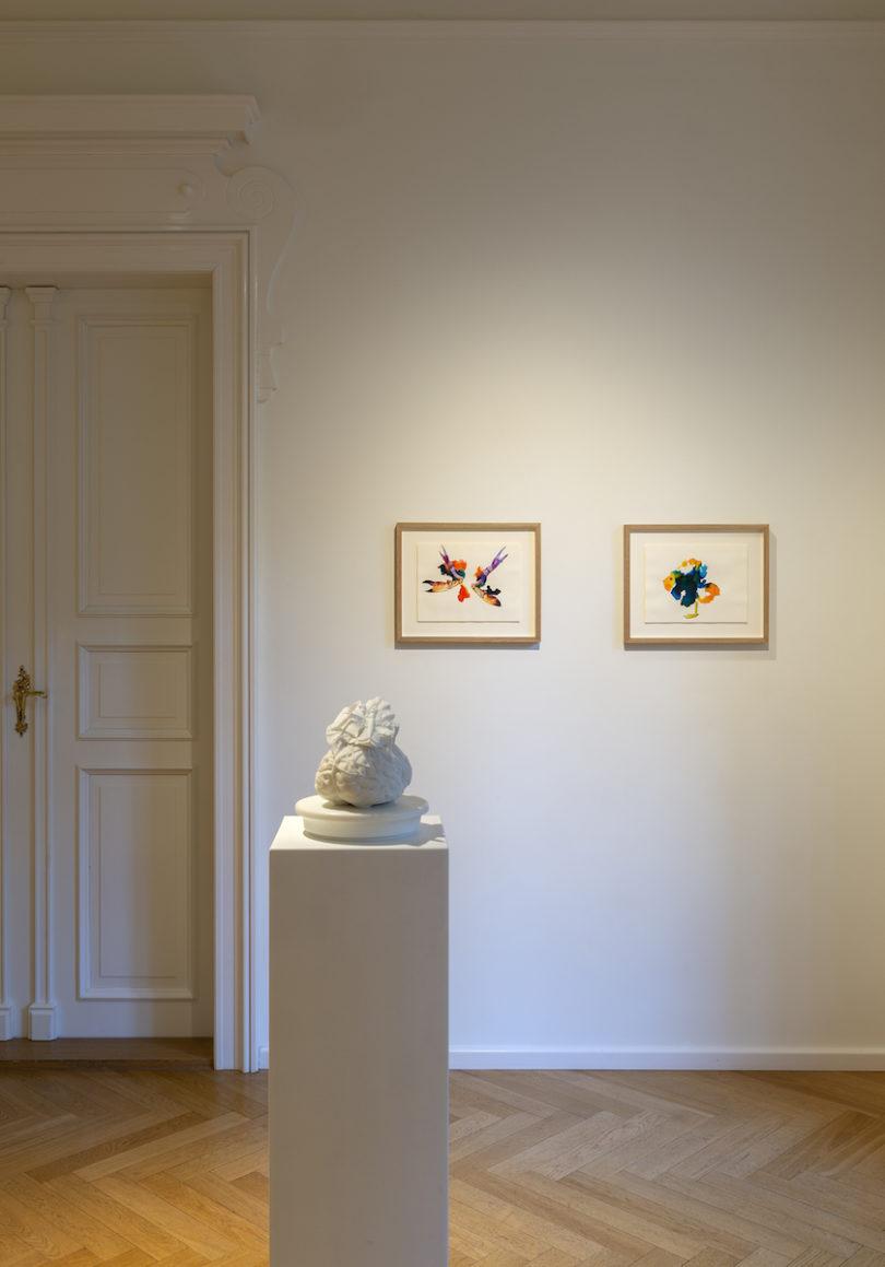 Blick in die Ausstellung von Maria Thurn und Taxis und Jan Fabre bei Grisebach München (Foto: Haydar Koyupinar)