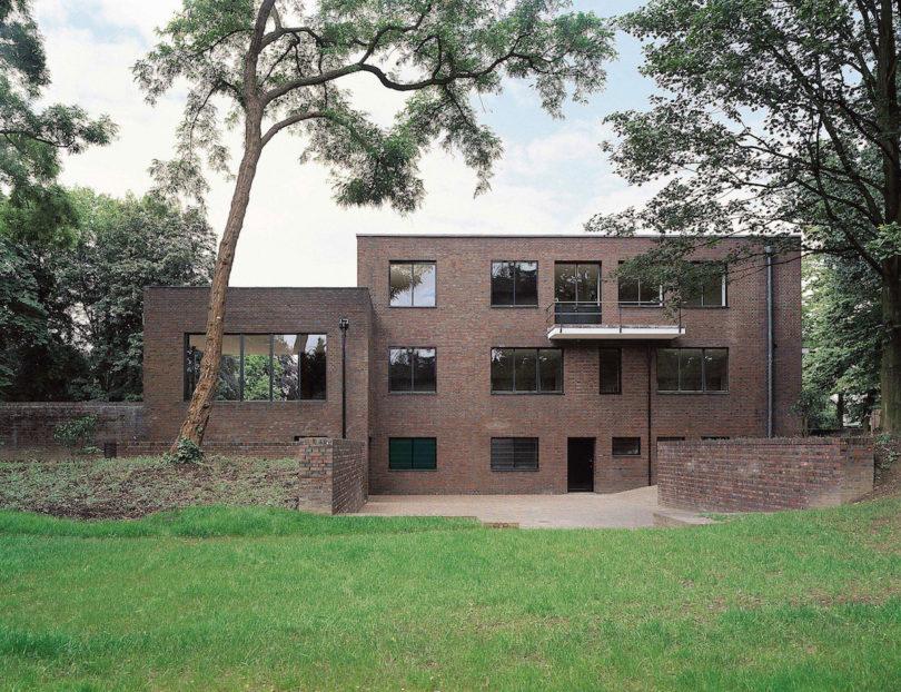 Das Museum Haus Esters in Krefeld, Ostansicht der ehemaligen Stadtvilla nach Entwurf von Ludwig Mies van der Rohe, Foto: Volker Döhne