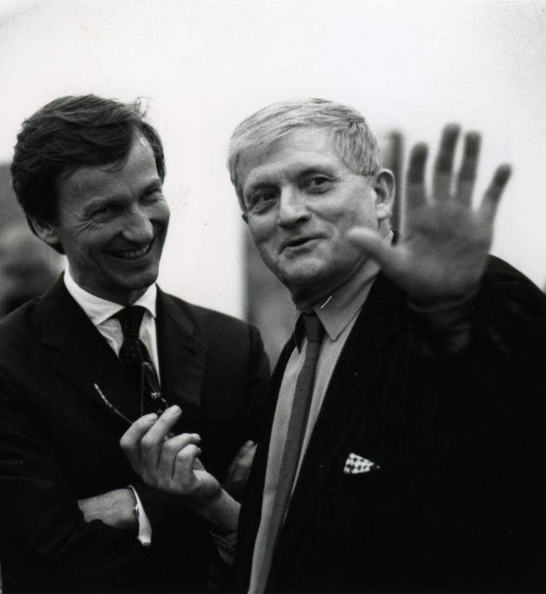 Thaddaeus Ropac (links) trifft auf David Hockney, eine Arbeit der Foto-Künstlerin Angelika Platen, Abbildung: Angelika Platen