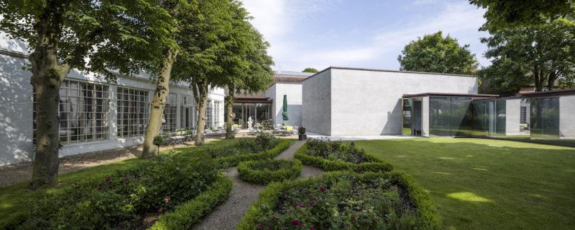 Blick in den Garten des Museum Kunst der Westküste, Foto: Gerhard Kassner