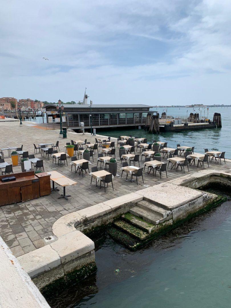Verheerende Folgen für den Tourismus: Blick auf das verwaiste Restaurant Riviera del Leon an der Riva degli Schiavoni (Copyright: Riviera del Leon)