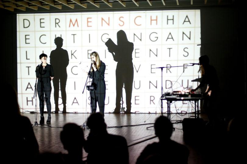 """Literatur-Stipendiatin Barbara Delać performte 2019 """"Wo sind wir hier, erzähl mir"""" © Stefanie Walk"""