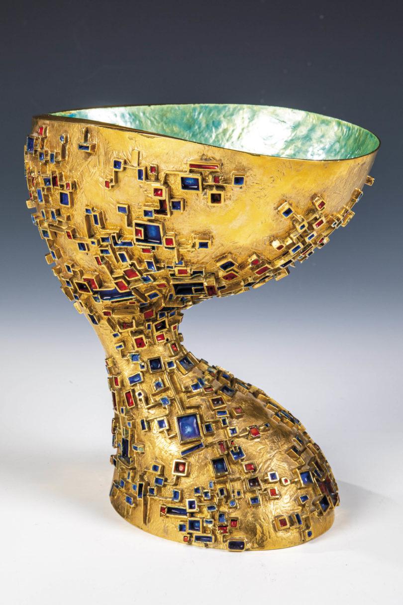 Dieser Goldpokal von Luigino Vigandon erzielte am 6. Juni 2020 einen Erlös von 37.000 € bei Dr. Fischer Kunstauktionen (Copyright: Dr. Fischer)