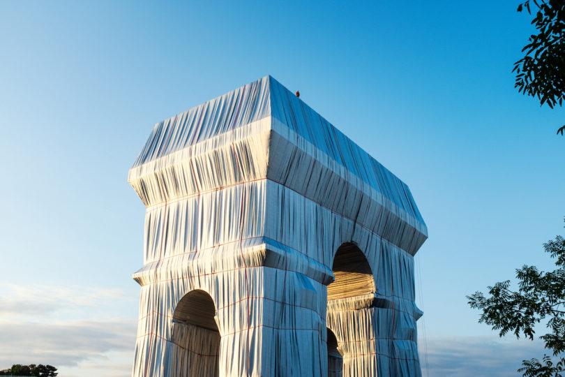 Christo und Jeanne Claude Triumphbogen Verhüllung in Paris