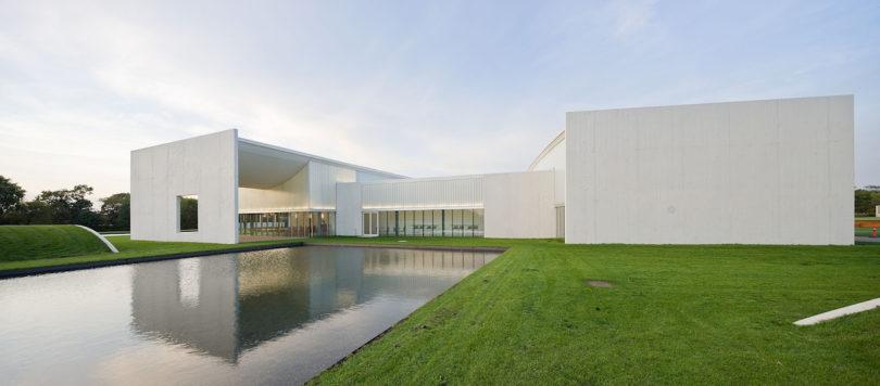 Das Heart ist der Schauplatz der Socle du Monde Biennale